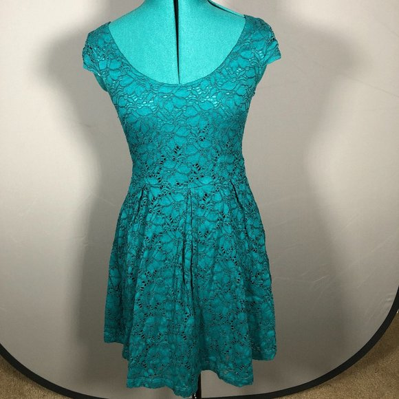 Green Lace Scoopneck Fit and Flare Dress